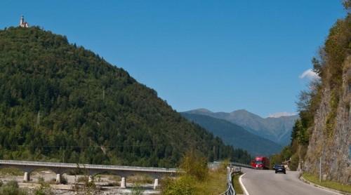 Alpene, en svingete vei, og mennesker