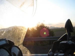 Solen kommer opp over Monte Pisano, sett fra nord