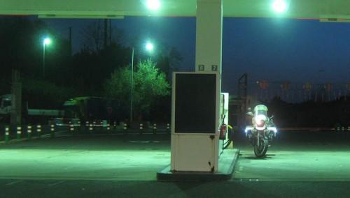Morgenstund på fransk bensinstasjon