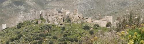 En av mange landsbyer (med samme farve som bakgrunnen)