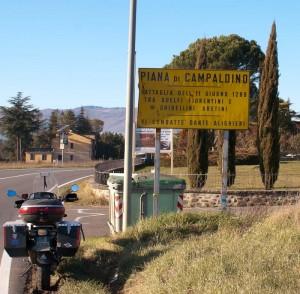Skiltet som viser Piana di Campaldino