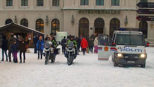Motorykler i sne