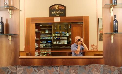 Selvportrett på en bar i Roma